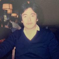 口髭はやした若かりし頃の柴田